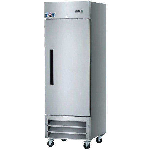 Arctic Air AR23 26 3/4 inch One Section Reach-In Refrigerator - 23 cu. ft.